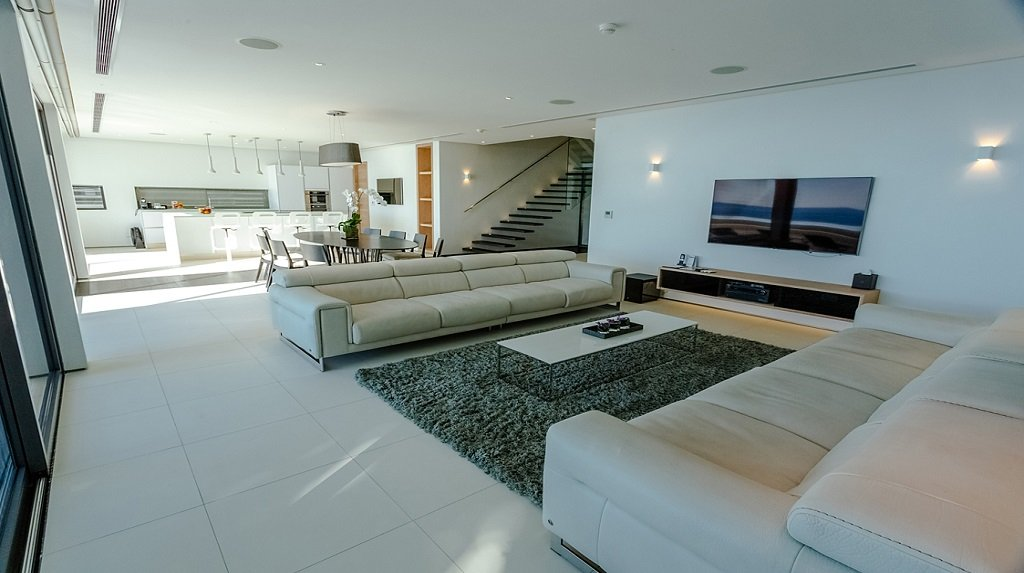 This 4 bedroom / 4 bathroom Apartment for sale is located in Kata on Phuket