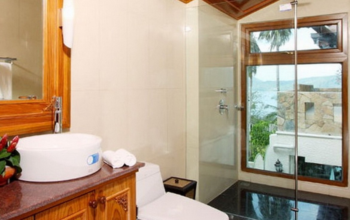 This 5 bedroom / 6 bathroom Villa for sale is located in Patong on Phuket