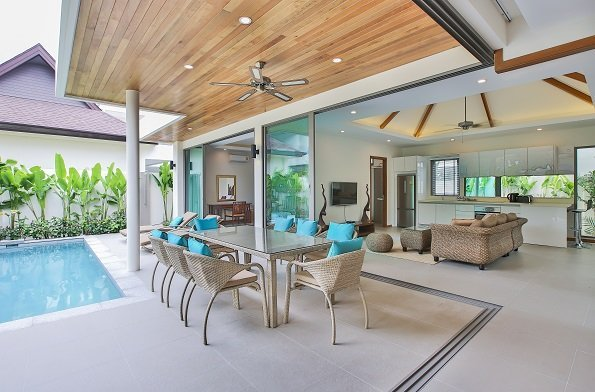 This 4 bedroom / 3 bathroom Villa for sale is located in Rawai on Phuket