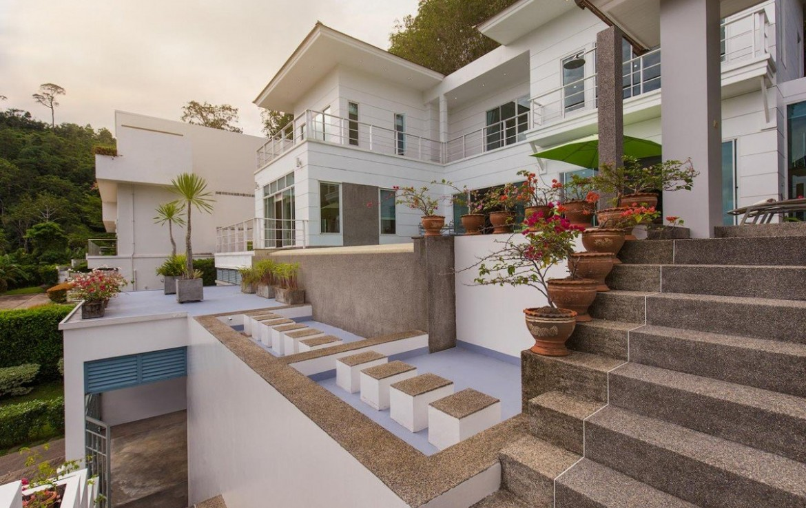 This 4 bedroom / 4 bathroom Villa for sale is located in Kathu on Phuket
