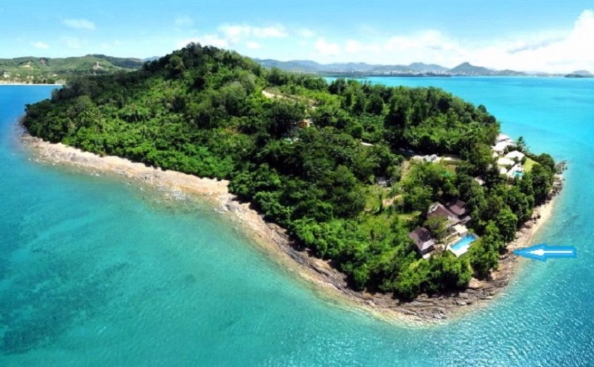 This 5 bedroom / 5 bathroom Villa for sale is located in Cape Panwa on Phuket