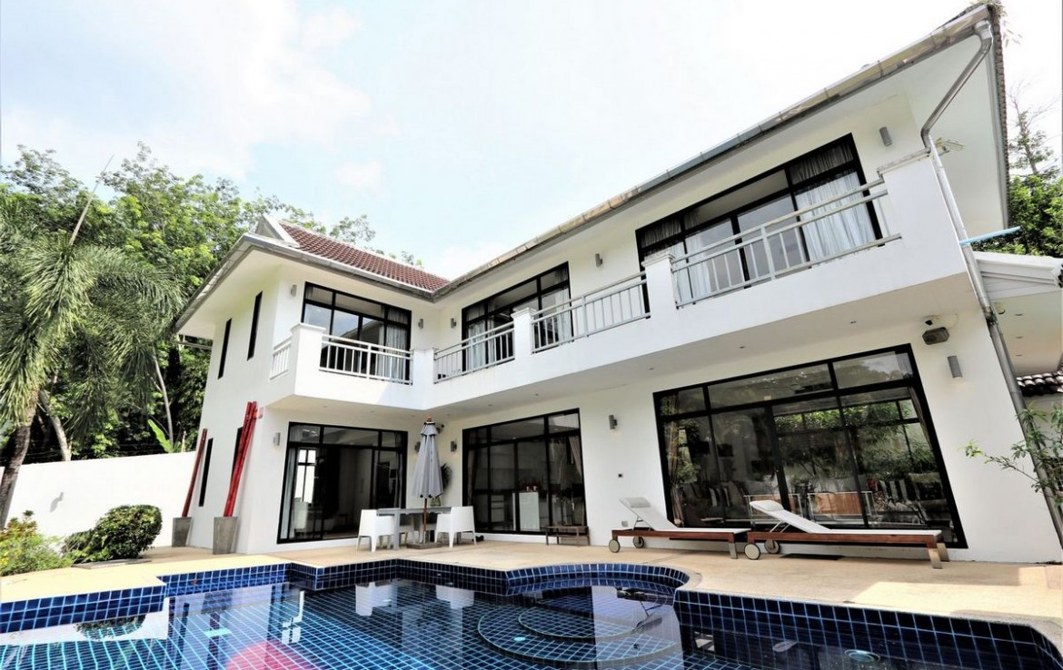 4 bedroom / 4 bathroom Villa in Kathu is on the market for sale, or re-sale.