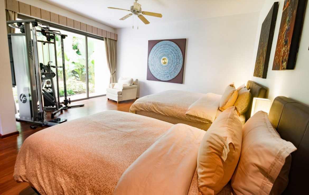 5 bedroom / 6 bathroom Villa in Cherng Talay is for sale, or re-sale.