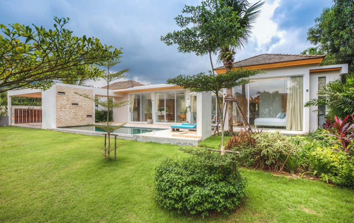 This 2 bedroom / 2 bathroom Villa for sale is located in Nai Harn on Phuket